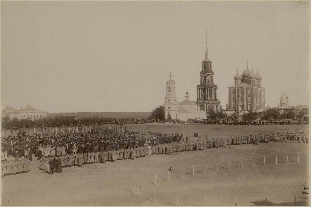 1895 Празднование 800-летия города 21 сентября 1895 г. Благодарственное молебствие на Ильинской площади. Владимир Николаевич Либович.jpg