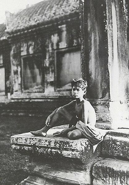 030-flute-player-Angkor-Wat.jpg