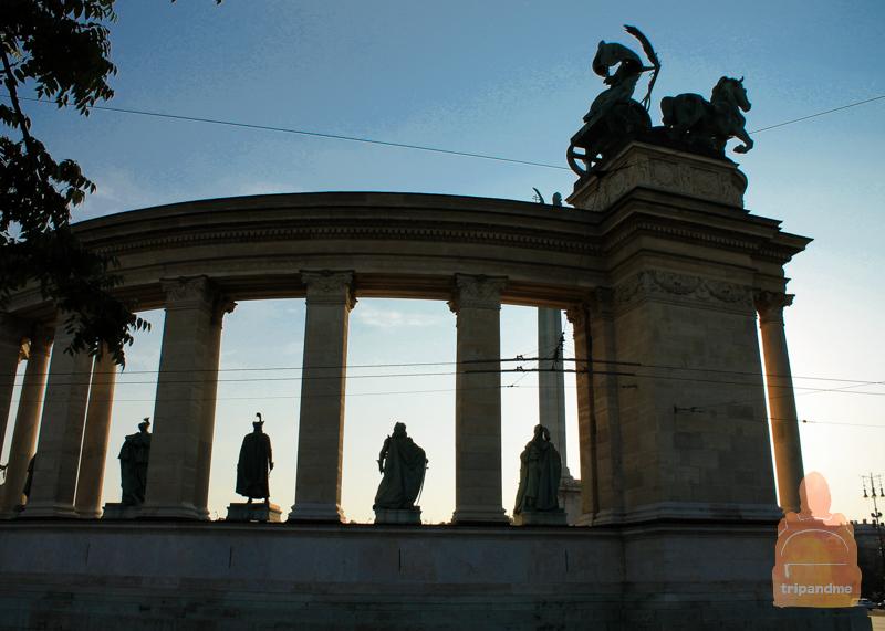 Колоннады на площади Героев