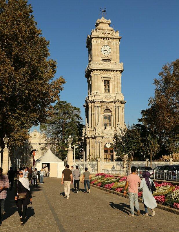 Стамбул, Дворец Долмабахче. Часовая башня (Dolmabahçe Saat Kulesi)