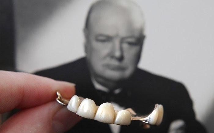 10. Зубные протезы Черчилля Именно эти вставные зубы были у Уинстона Черчилля в те моменты, когда он