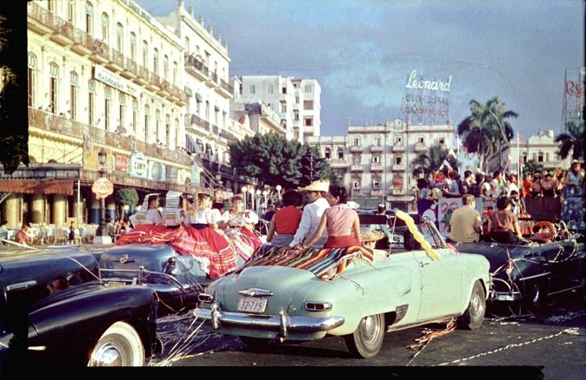 7. Америка 1954 года продолжала переживать экономический подъём, бум потребительства и представ