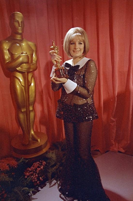 5. Барбра Стрейзанд на церемонии «Оскар», 1969 год Через семь лет на смелый эксперимент решается Бар