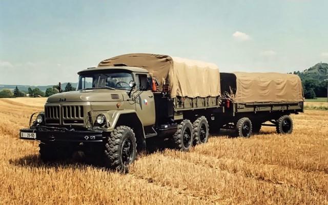 На базе самосвала ММЗ-555 создали еще одну модификацию — ММЗ-554. Объем кузова был увеличен с