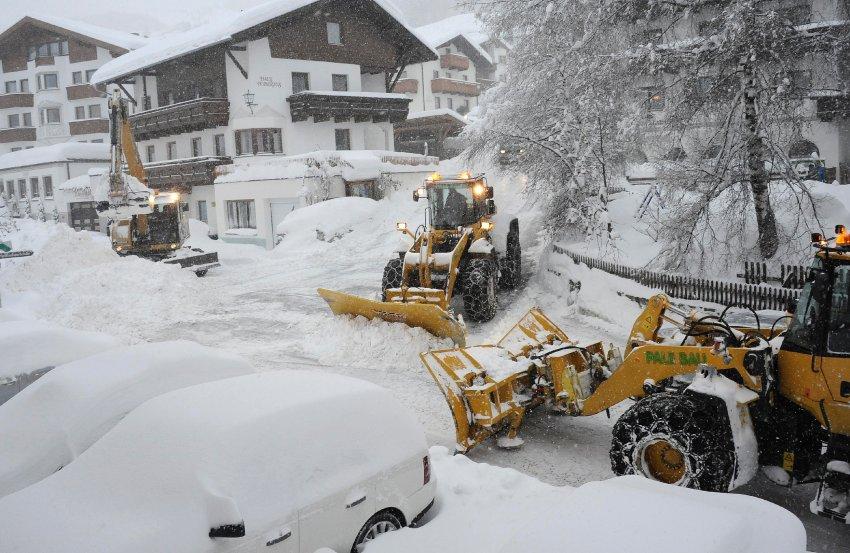 Последствия снежной бури в Австрии