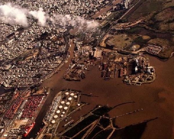 Более 1 000 промышленных предприятий, расположенных в этом городе, довели Вапи до того, что уровень