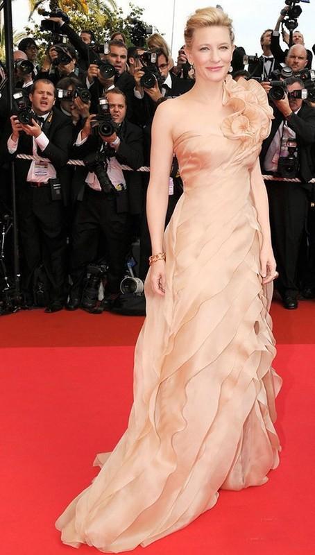 7. В этом персиковом платье из коллекции Armani Prive Кейт Бланшетт в 2008 году появилась на красной