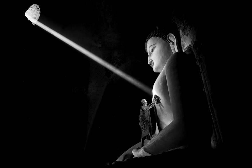 Поощрительный приз в категории «Монохром» — «Я — ничто». Фото: Gunarto Gunawan.