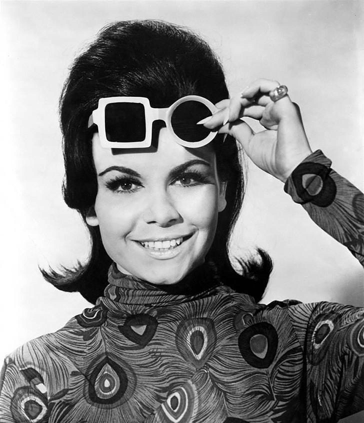 1. Стремясь создать очки, отвечающие духу эпохи, дизайнеры разрабатывали самые что ни на есть неверо