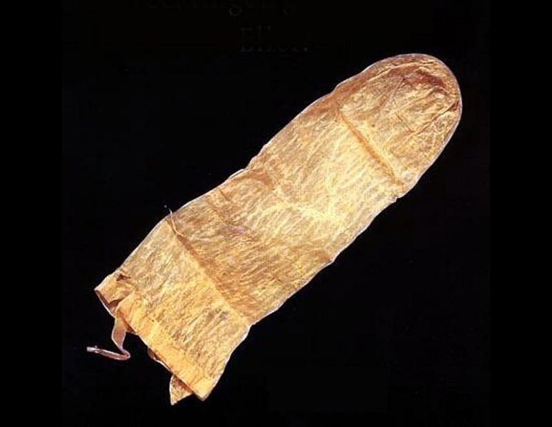 12. Самый старый презерватив (370 лет). Этот презерватив из овечьей кишки использовался в 1640 году