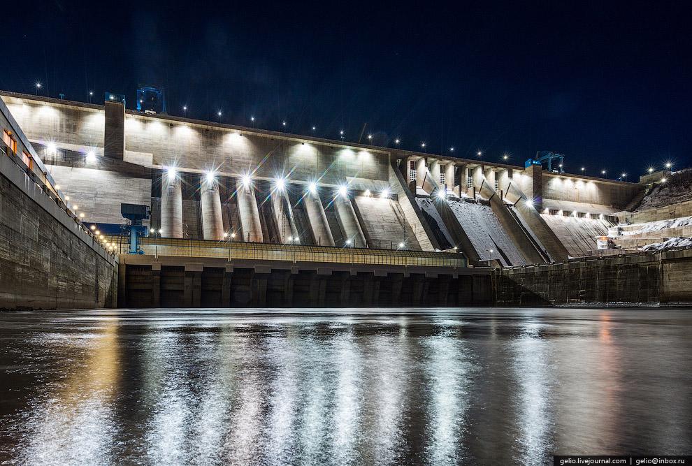 В здании ГЭС размещено 6 гидроагрегатов мощностью 335 МВт каждый.