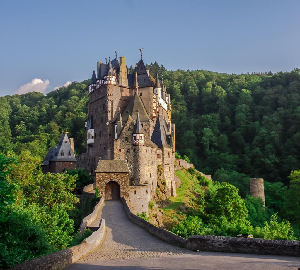 2 место. Замок Эльц. Расположен в земле Рейнланд-Пфальц. Время строительства — XII век. (Vio Opr