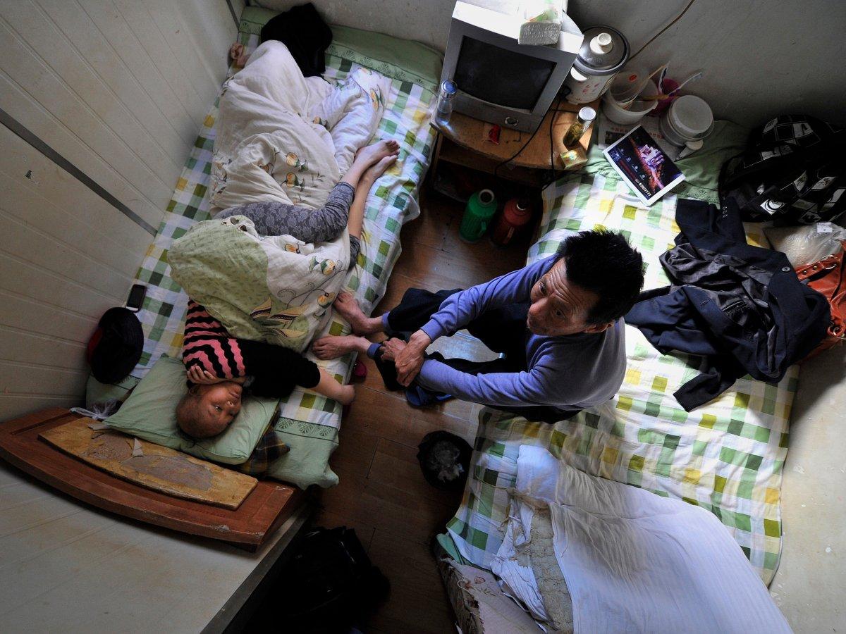 В китайском городе Хэфэй, к примеру, пациенты, которые не могут позволить себе отдельную койку в мес