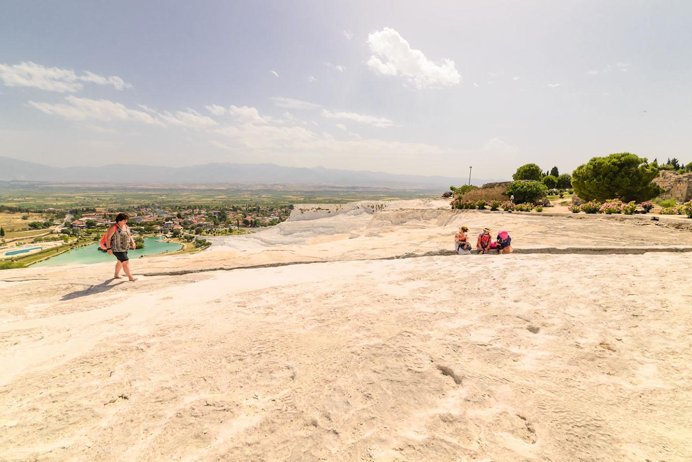 Фото 23. Туристы в Памуккале. Отчет о путешествии по Турции на авто. 1/600, 8.0, 500, 14.