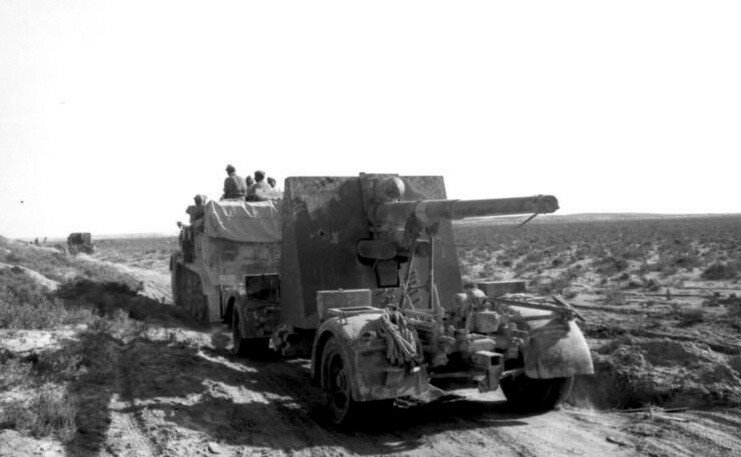 Nordafrika, Transport eines Flak-Gesch¸tzes