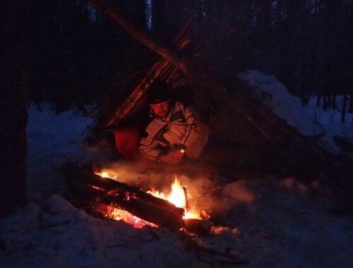зиминий шалаш для выживания в лесу