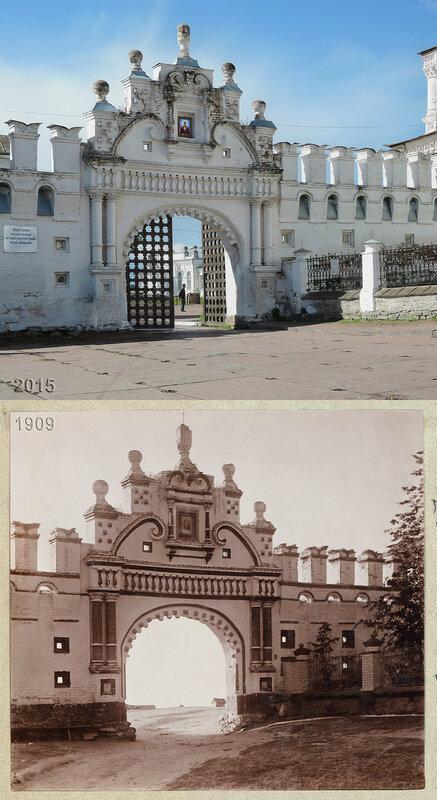 Кремлевские ворота с бойницами около Троицкого собора в Верхотурье.