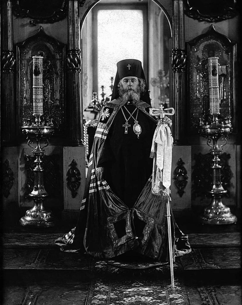 Настоятель Челябинского Христорождественского собора, преподаватель Челябинского реального училища Петр Холмогорцев.  В 1937 году арестован и расстрелян