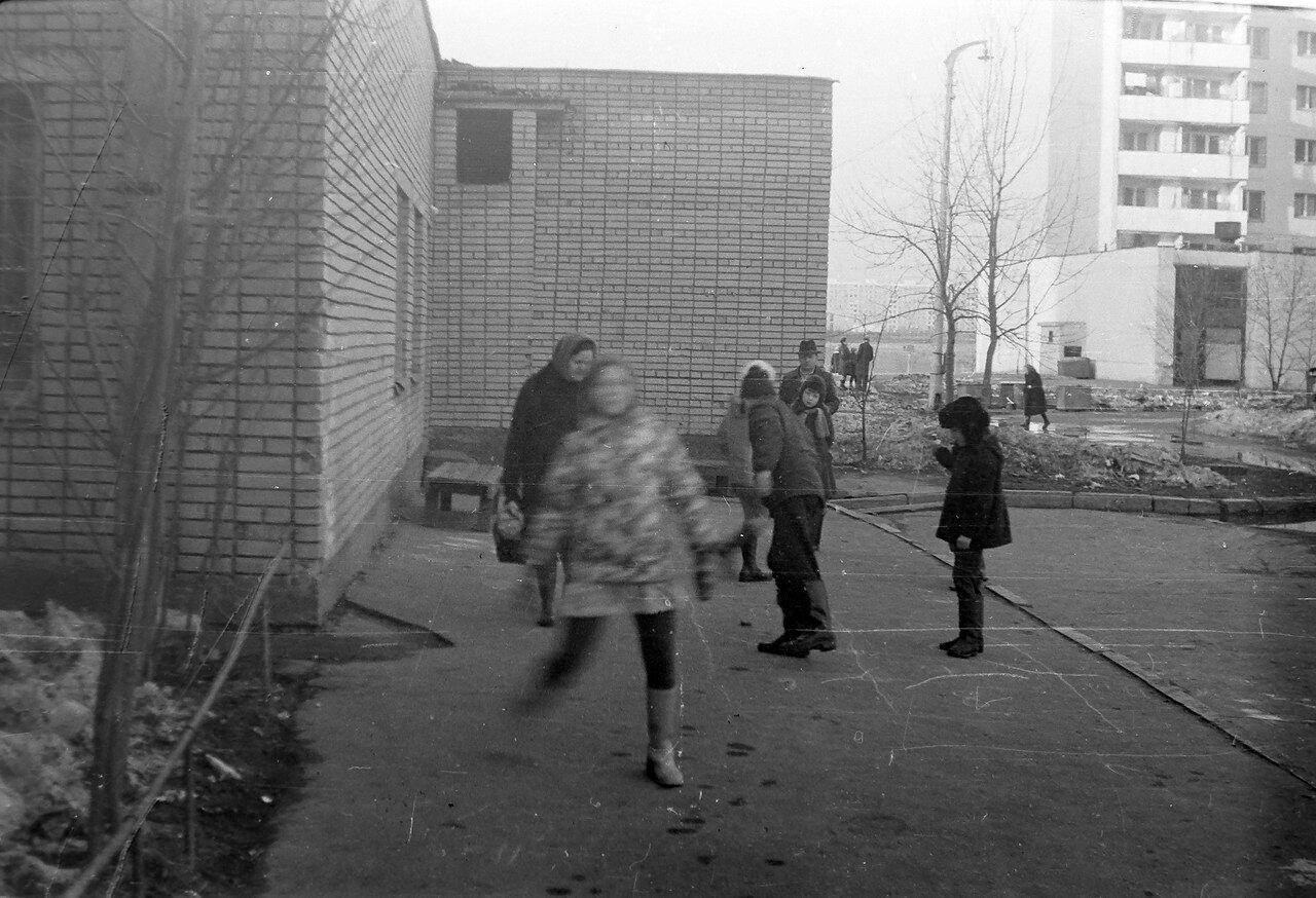 1978. Двор дома №51 к.1 по Чертановской улице