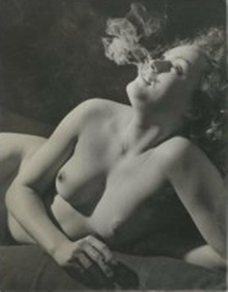 1937. Обнаженная с сигаретой. Париж.