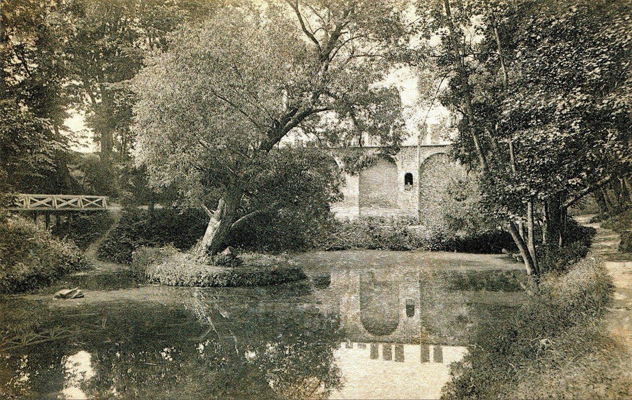 Пруд в Лопатинском саду