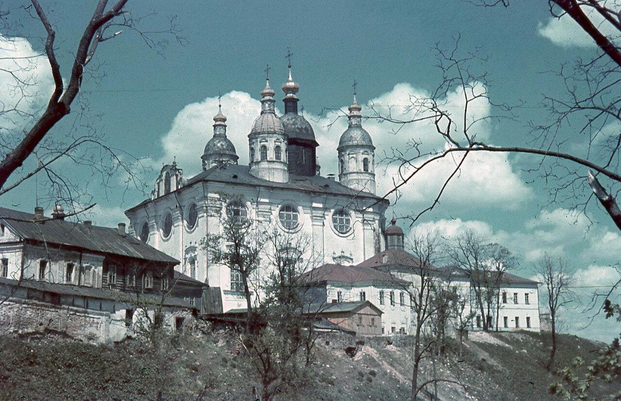 1942. Успенский собор и церковь Иоанна Предтечи на Архиерейском дворе