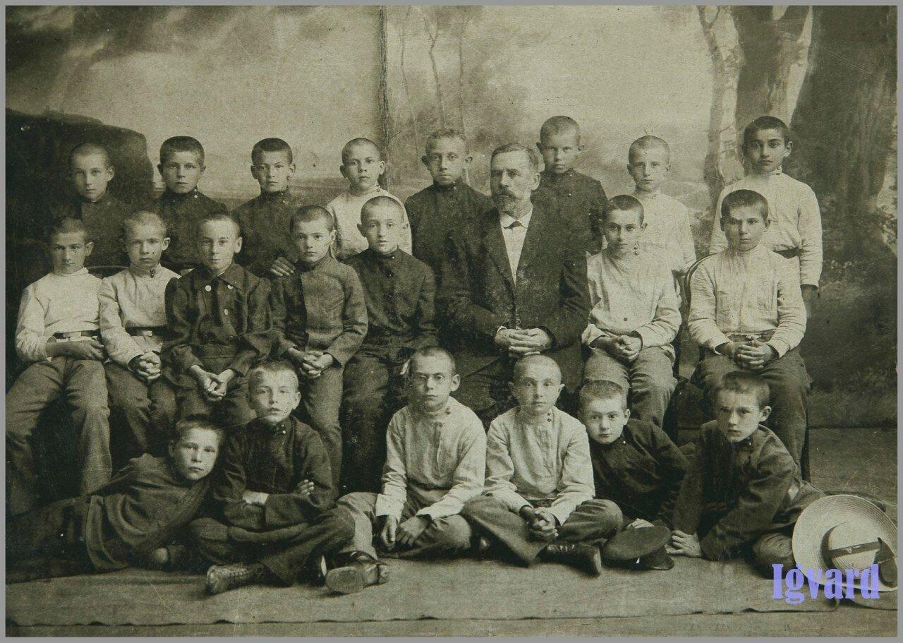 Первый класс реального училища. 1913-1915