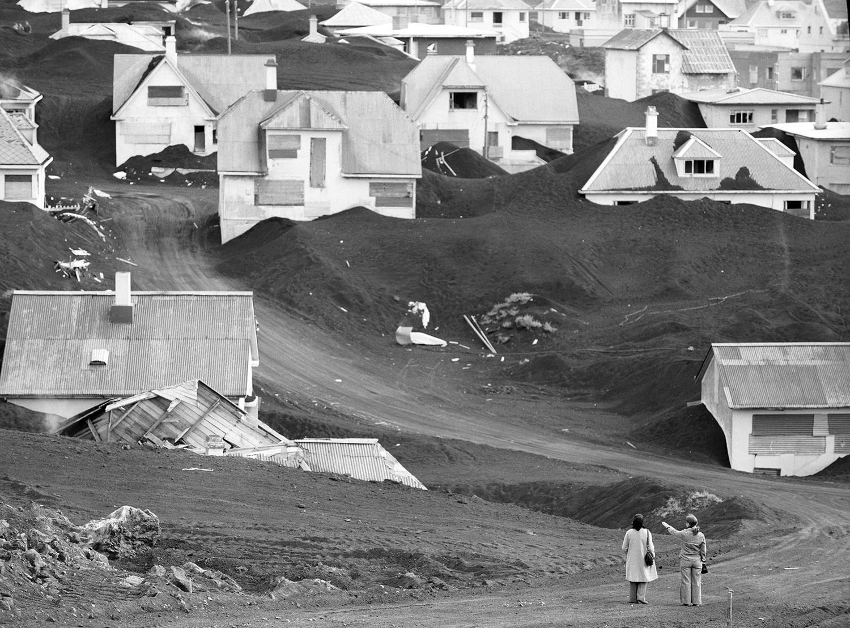 24 июля 1974. Вестманнаэйяр. Покрытый пеплом город