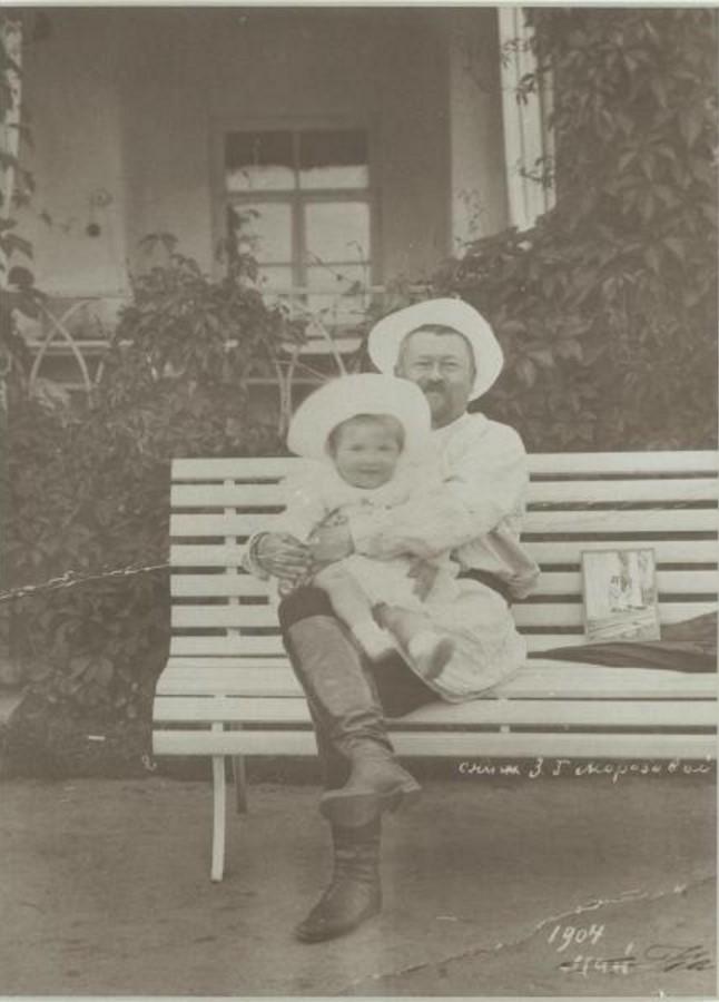 1904. Савва Тимофеевич Морозов с сыном Саввой