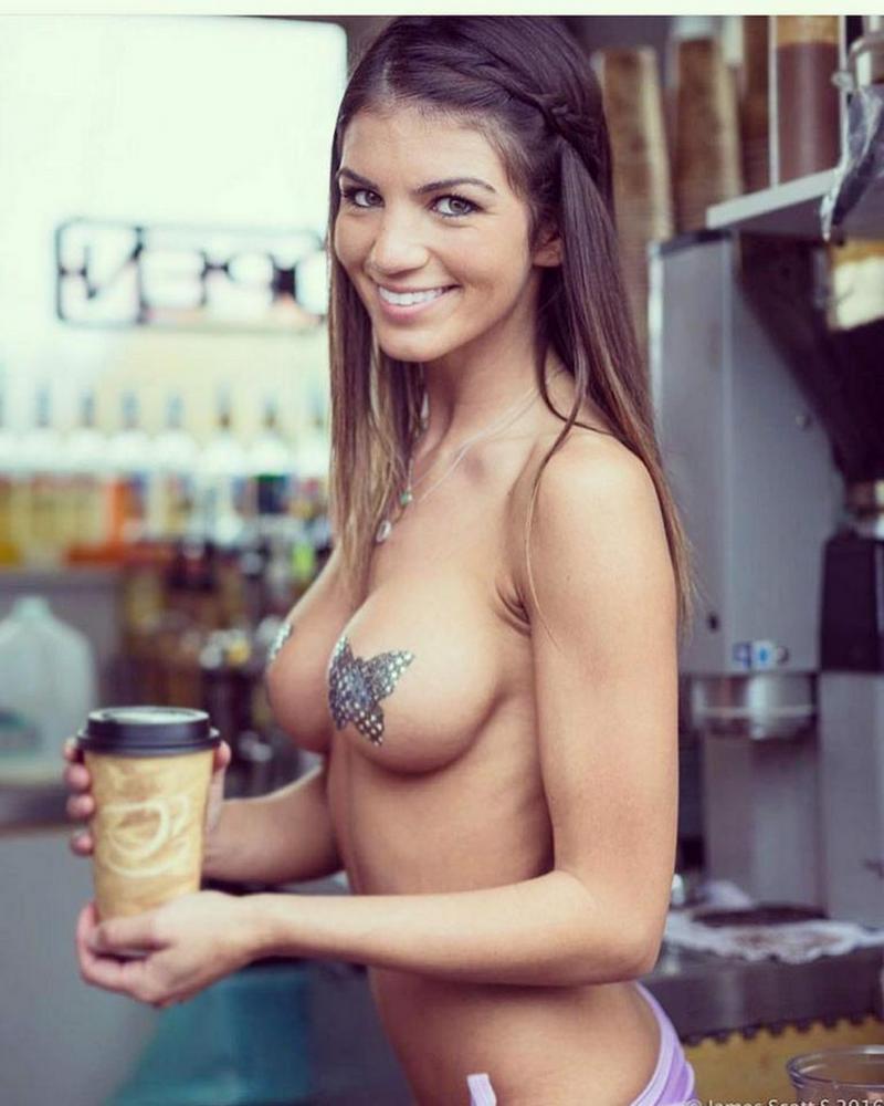 Кафе с горячими официантками