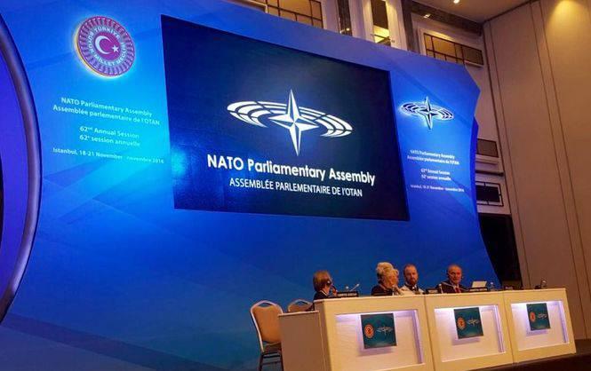 В НАТО назвали агрессию в Украине причиной приостановки сотрудничества с Россией