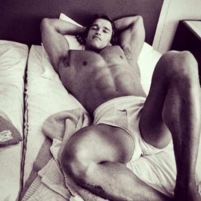 arnold-schwarzenegger-naked-in-bed-naked