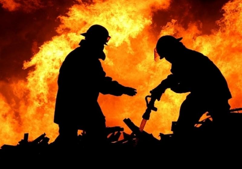 Ночной пожар вОмске тушили 75 спасателей