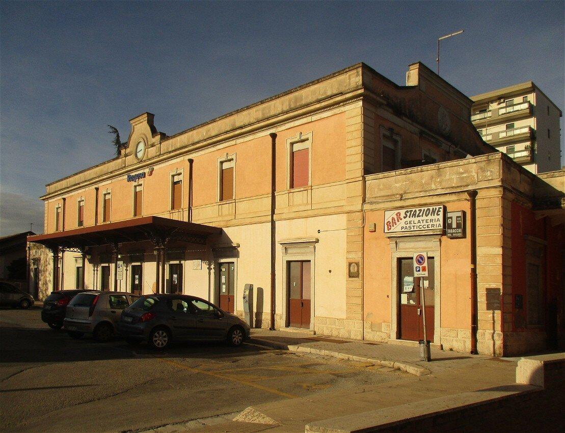 Рагуза. Железнодорожная станция (Stazione ferroviaria di Ragusa)
