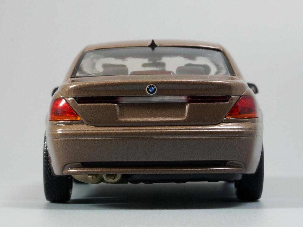 BMW_7er_E65_08.jpg