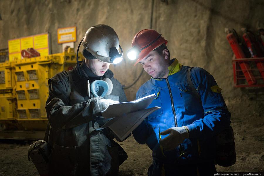 15. На руднике трудятся около 760 человек. Предприятие работает семь дней в неделю. Режим работы руд