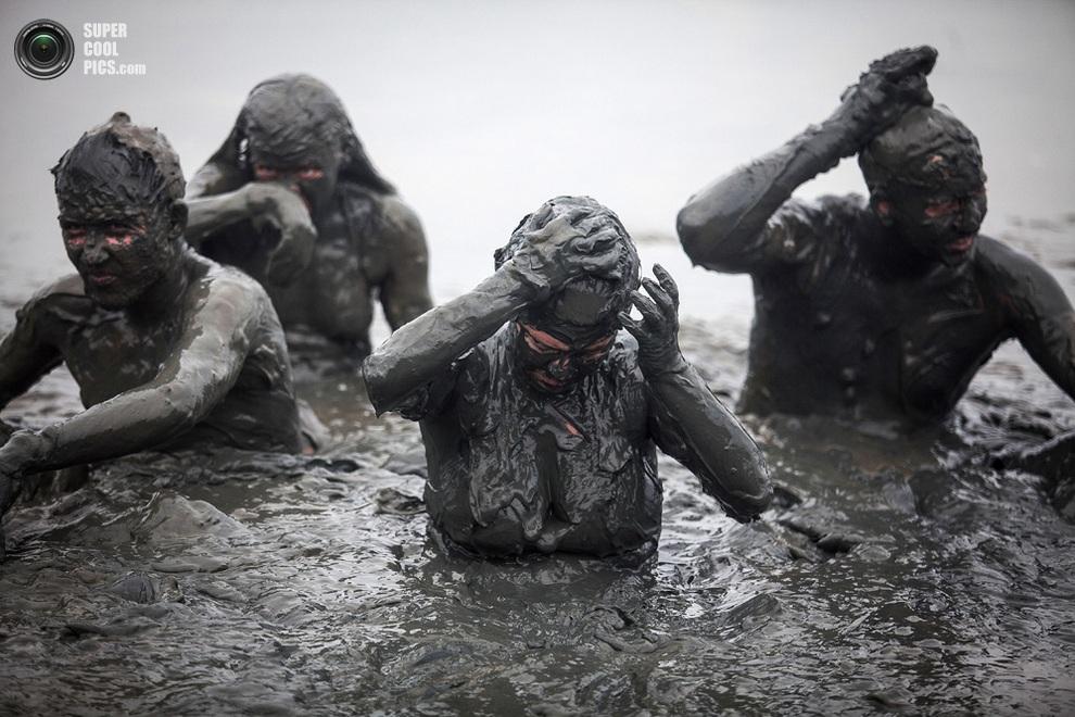 Еще один слой перед выходом на берег. (Victor MORIYAMA/AFP/Getty Images)