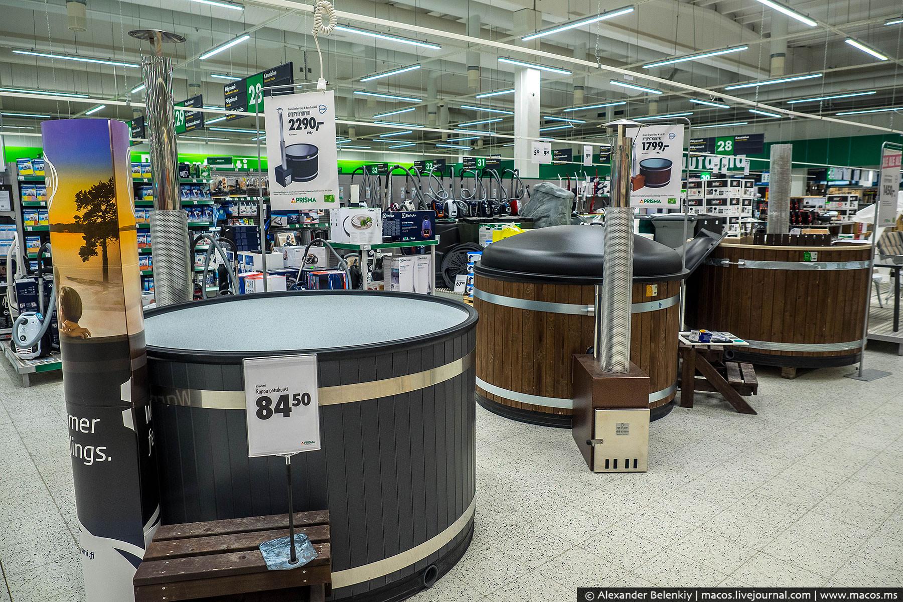 Супермаркет огромный. Просто гигантский. По размеру не меньше американского Walmart, про который в с