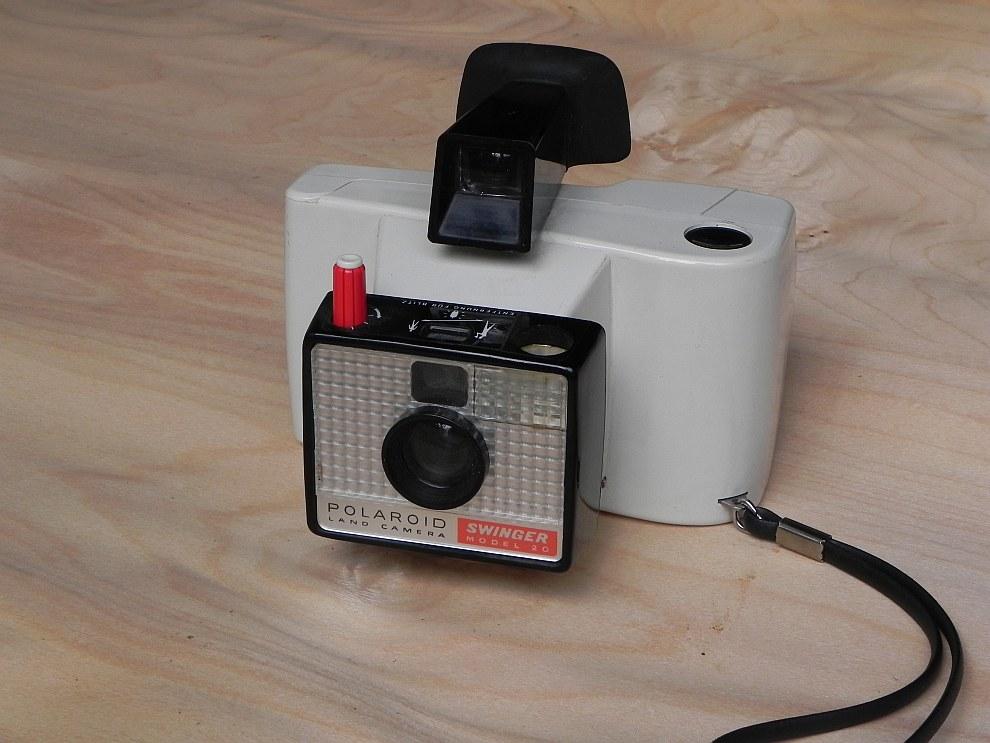 7. Эпохальная, полностью автоматическая, модель Polaroid SX-70 появилась в продаже в 1972 году.