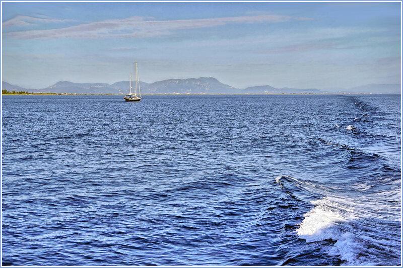 Ветер по морю гуляет и кораблик подгоняет! :)