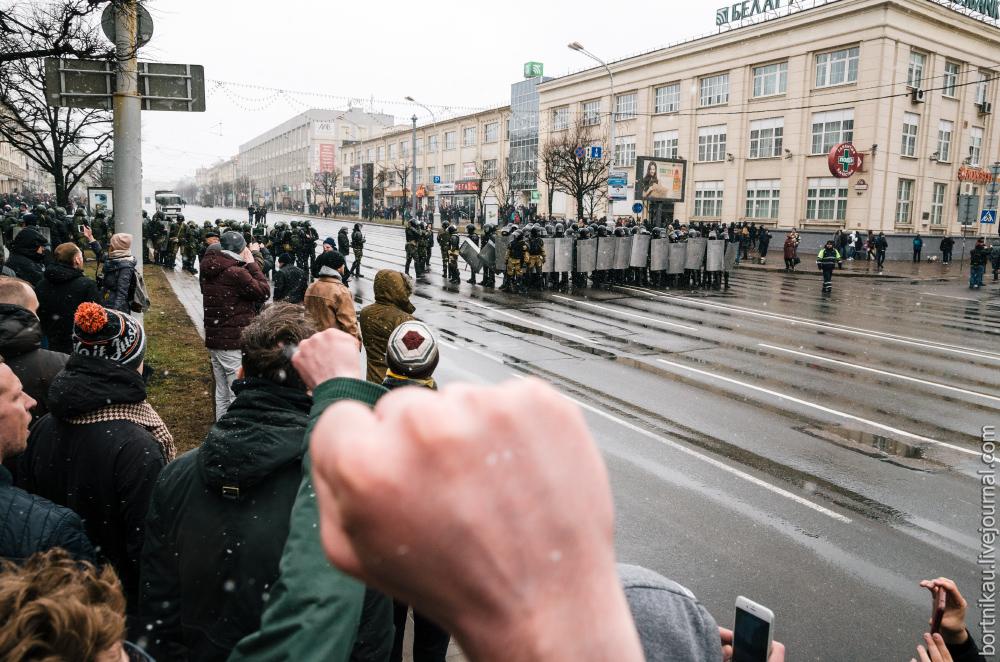 На встречу к протестующим ОМОН приехал со всей страны. День Воли в Минске
