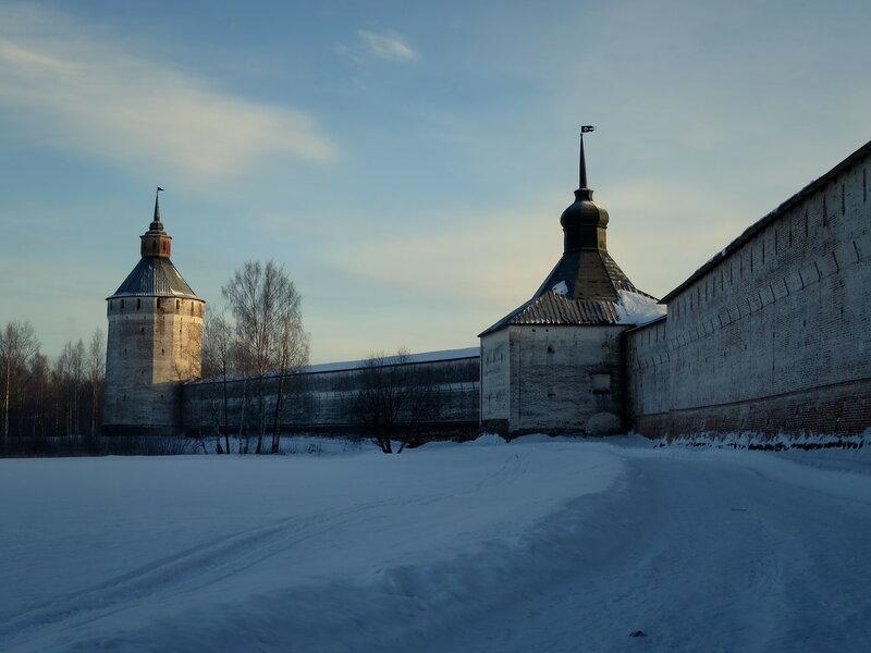 Кирилло-Белозерский монастырь. Северо-западная стена, Косая и Московская башни