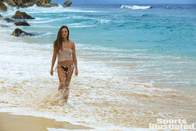 Chrissy Teigen / Крисси Тейген в купальниках из новой коллекции Sports Illustrated Swimsuit 2017 issue / in Sumba Island by James Macari