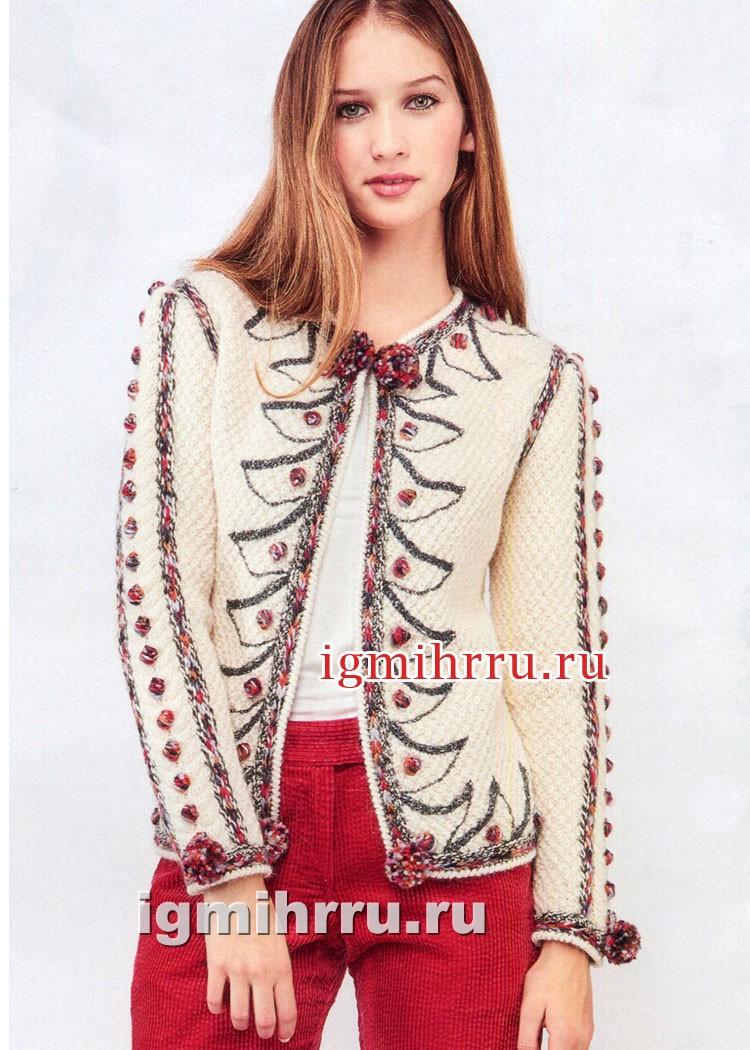 Эффектный белый жакет, украшенный вышивкой и разноцветными помпонами. Вязание спицами