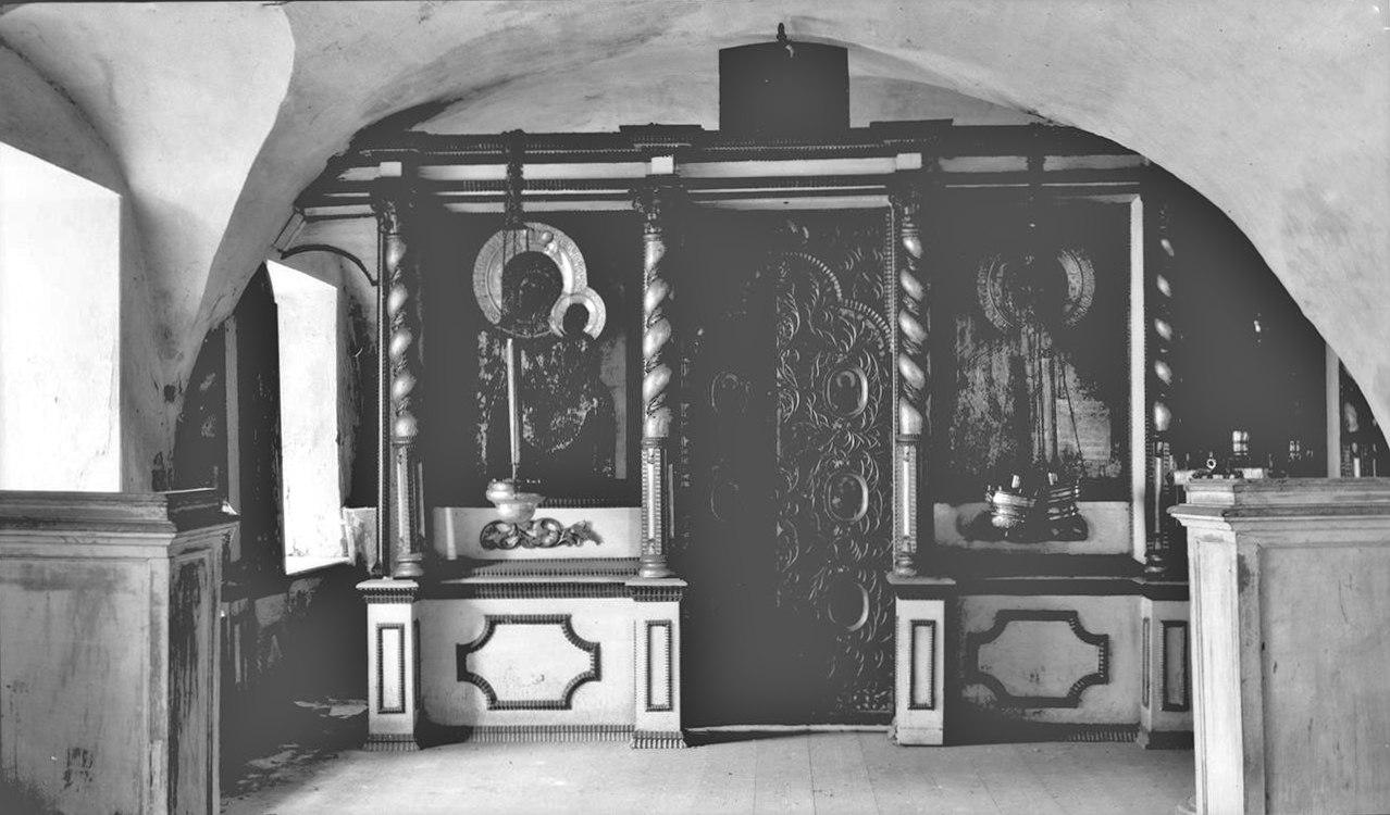 Преображенский собор. Нижняя Казанская церковь. Иконостас