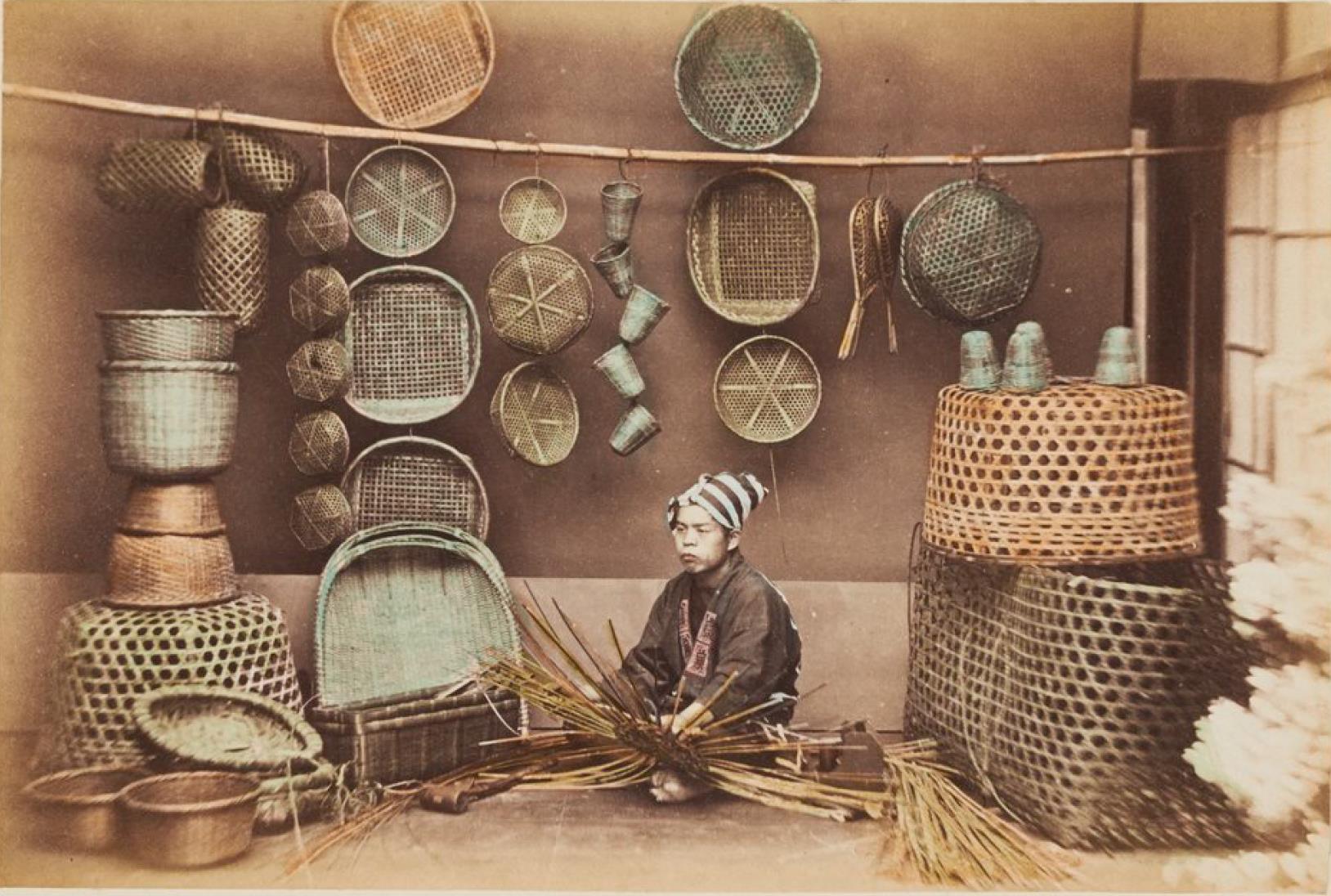 Торговец плетеными корзинами