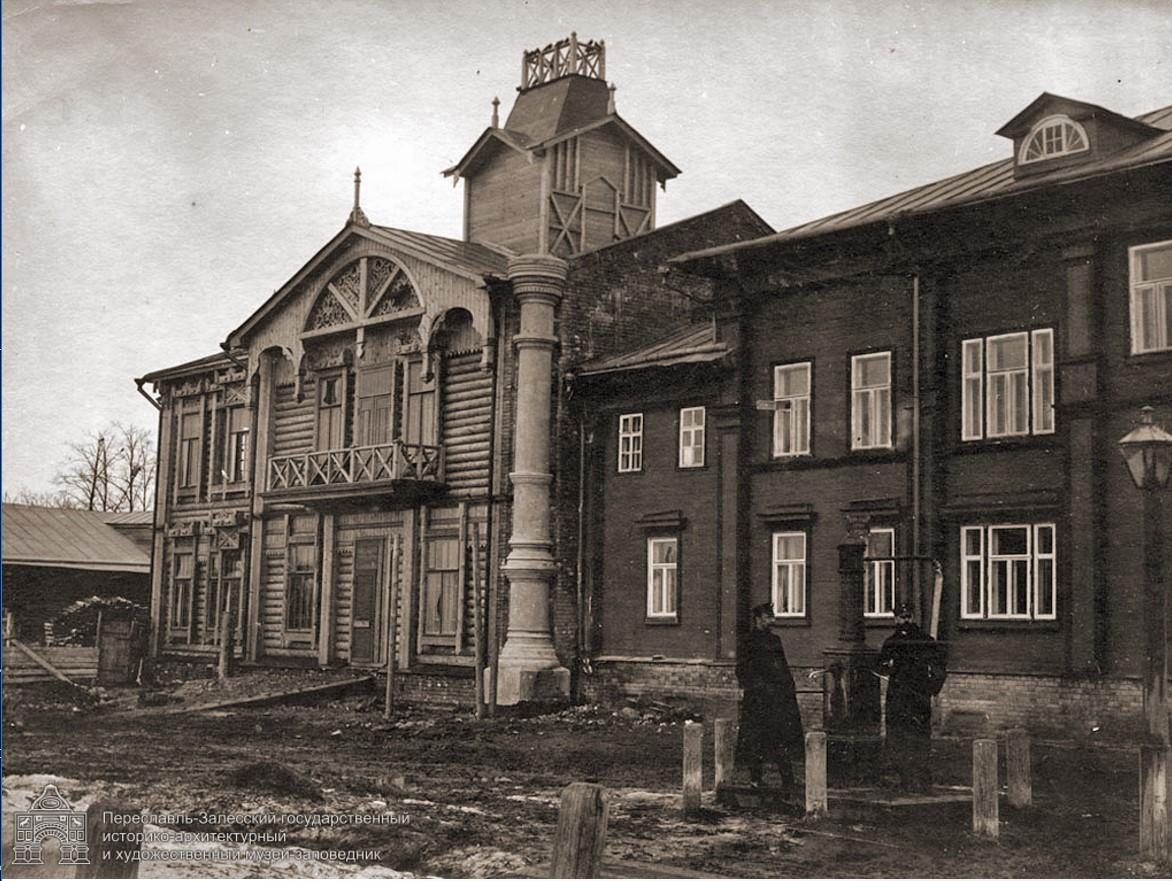 Дом с колонной