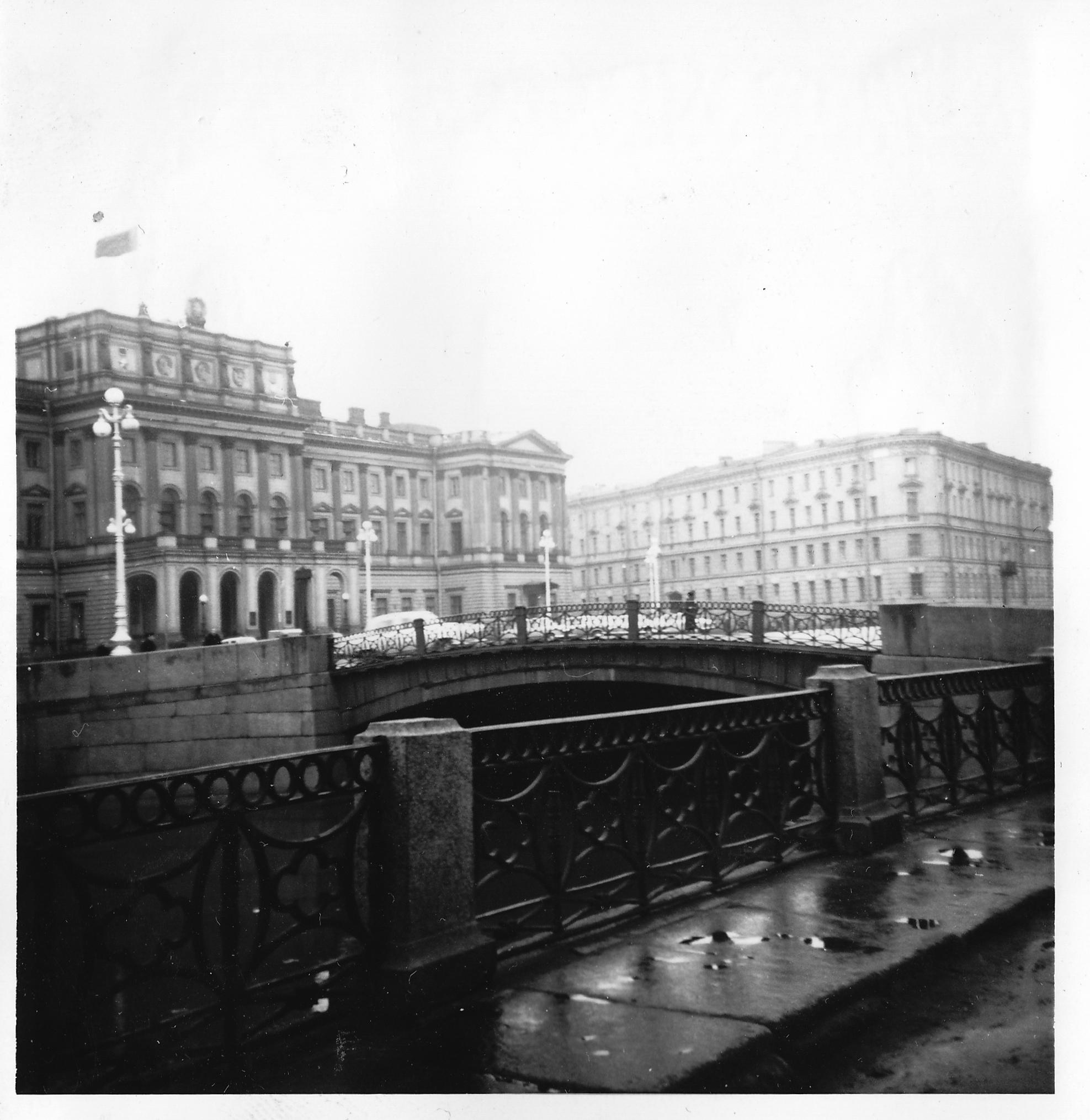 Ленинградская мэрия и один из мостов