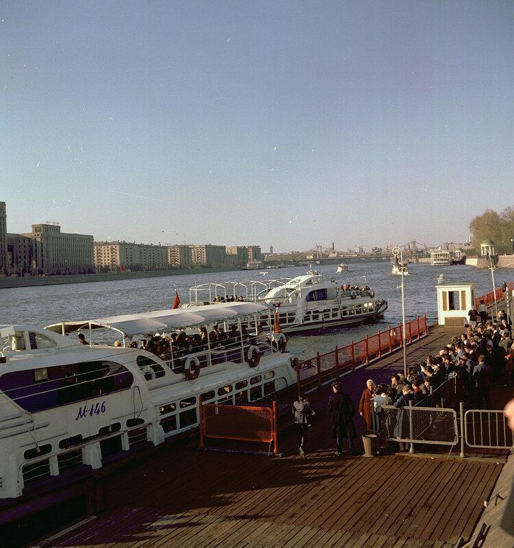 1967 На экскурсию по Москве-реке Wolfgang G. Schroeter.jpg