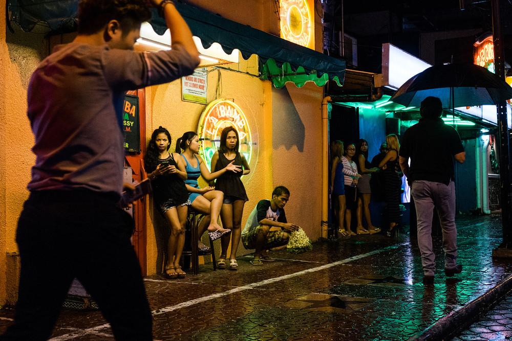 Жертвы тайфуна на Филиппинах вынуждены заниматься проституцией